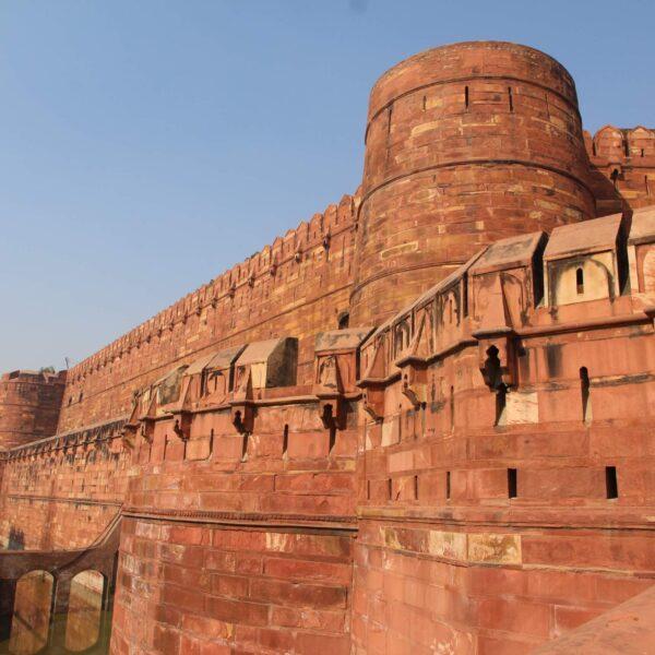 Стены с бойницами Лахорских ворот