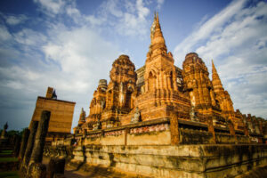 Центральный пранг храма Ват Пхра-Махатат