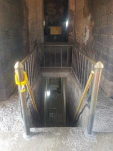 Храм Ват Ратчабурана, лестница на нижний этаж