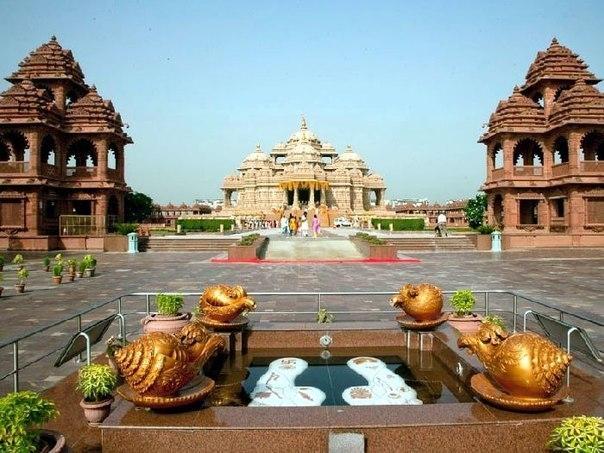 Храм Акщардхам. Следы Бхагавана Сваминараяна