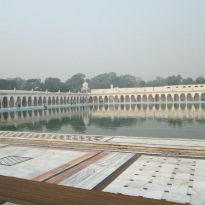 Бассейн в Гурудвара Бангла Сахиб